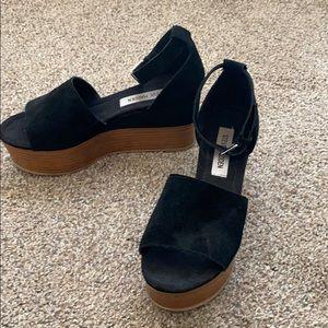 Black sued platform sandal